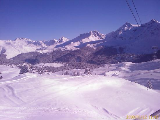 Hotel Astoria : Wonderful sunny powdery ski slopes of inner Arosa