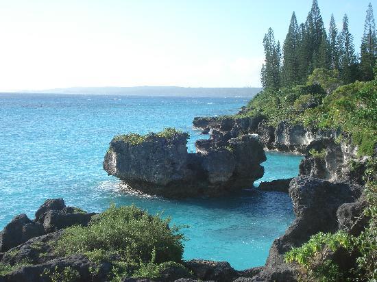 Mare, New Caledonia: La côte escarpée