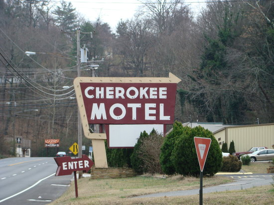 Cherokee Motel: Large sign