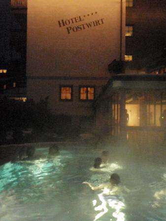 Postwirt: Steamy Outdoor Pool!!