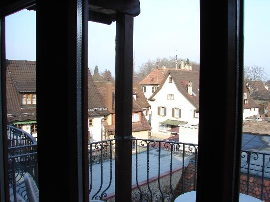 Staufen, Germania: View from inside room - facing the courtyard