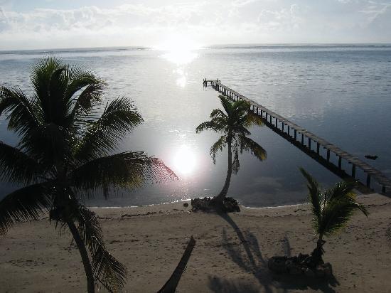 Casa Paraiso: The dock and beach at Casa Carolina.