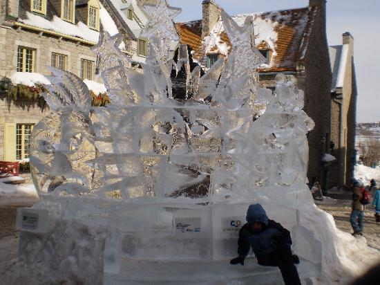 Place Royale: ice sculpture in the centre
