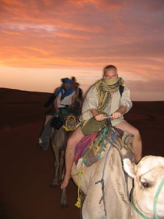Riad Nezha: Red Dunes