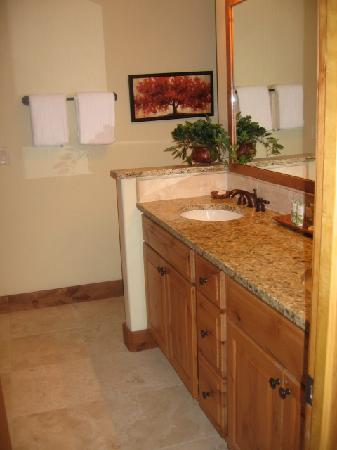 Trappeur's Crossing Resort: Master Bath