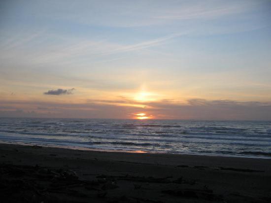 Ocean Terrace Condominium Suites: sunset