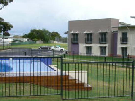 Spring Resorts Shoalhaven Sports Motel: Poolside