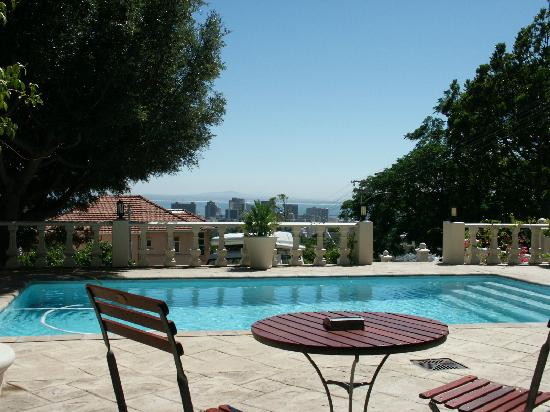 De Tafelberg Guesthouse: From your bed to the pool