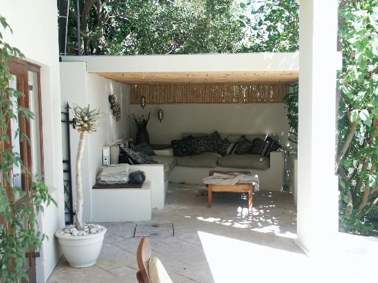 De Tafelberg Guesthouse: Relaxing in the shade