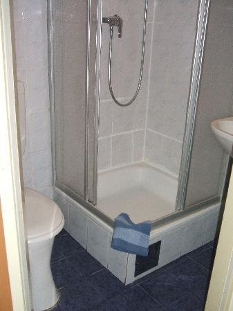Hotel Arpi: bathroom