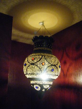 Kasbah: Huge light in the hallway