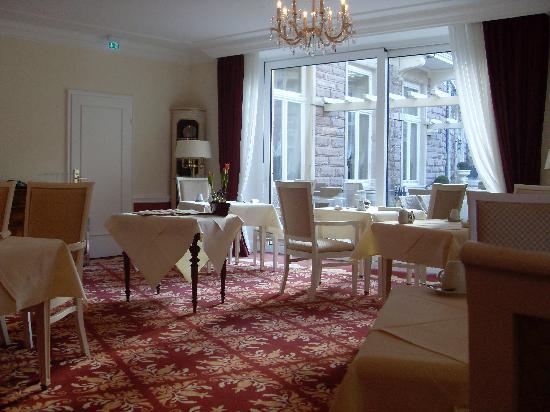 Heliopark Bad Hotel zum Hirsch : restaurante del desayuno