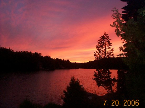 Saint-David-de-Falardeau, Canada: Evening fall sunset