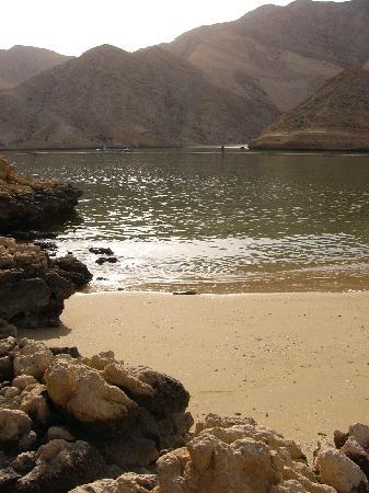 Muscat Hills Resort: Morning on the beach