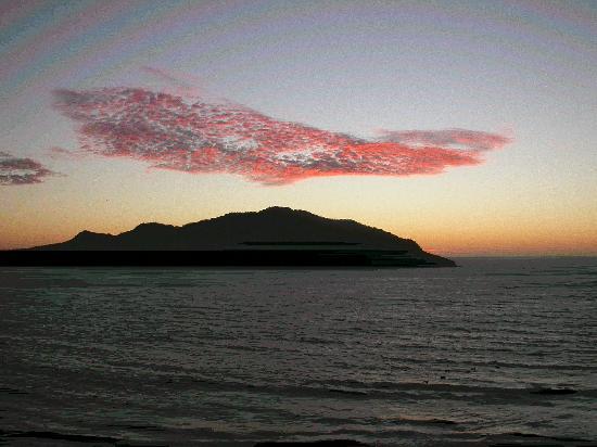 Las Flores Beach Resort: Pink popcorn clouds at sunset