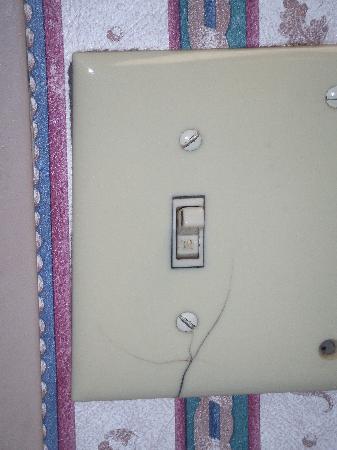 كلاريون هوتل ديترويت ميترو إيربورت: Broken Light Switch