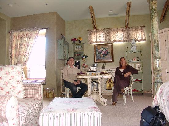 Adobe Grand Villas: country room