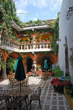 Parador San Sebastian: Hotel central courtyard