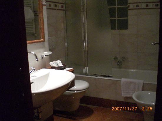 Hotel Genova: 洗面