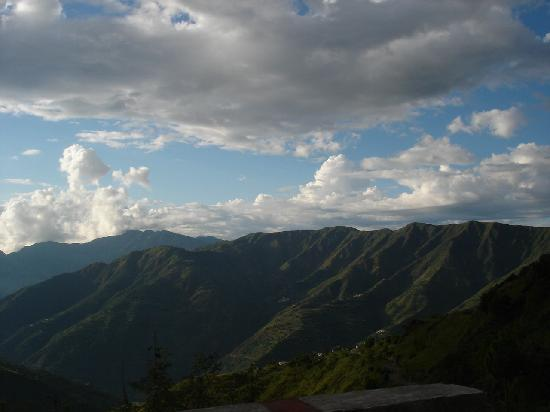 Mussoorie, India: AView On The Way To Kempty Fall