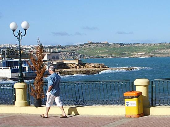 Sea View Hotel : a walk just in frunt of hotel