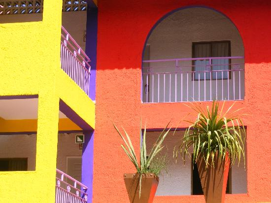 Decameron Los Cocos: Detail of building #4