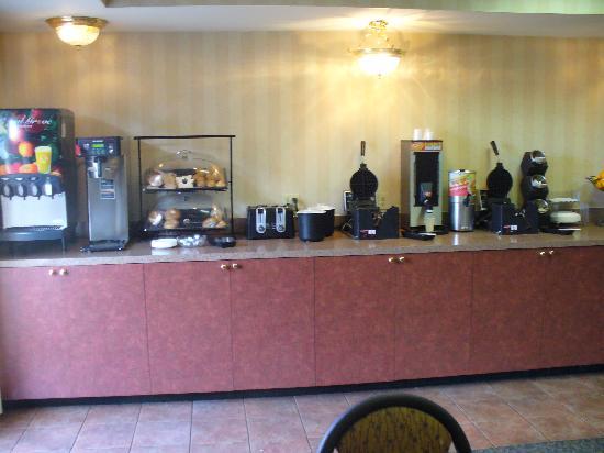 Comfort Inn & Suites : breakfast