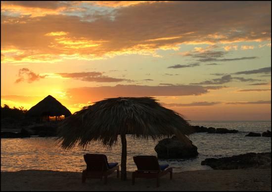 Coral Cove Resort: Abendstimmung