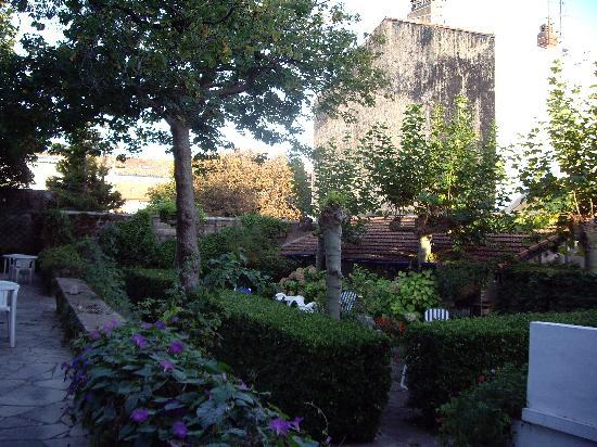 Hotel Ohartzia : garden