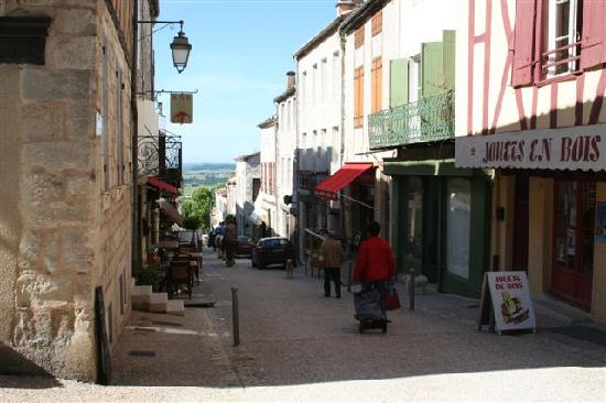 My Little French House : the streets of monflanquin
