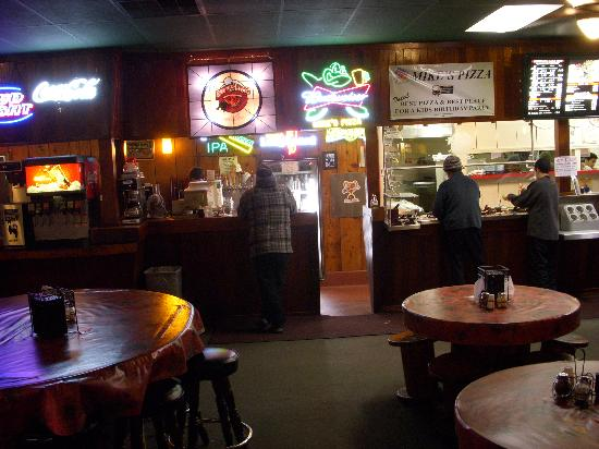 Mike's Pizza : inside 2