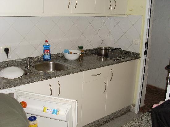 Las Tartanas: Kitchen