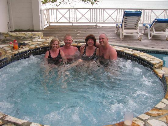 Villa Beach Cottages : The hottub