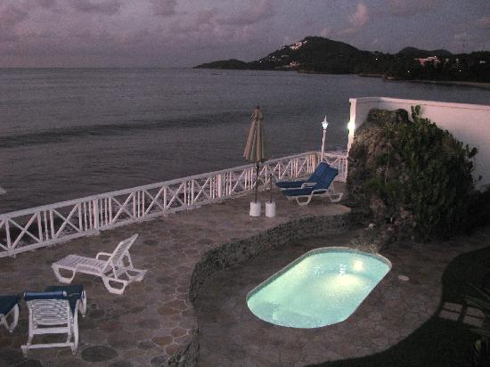 Villa Beach Cottages : This is a night shot of the small pool, more suitable for kids.