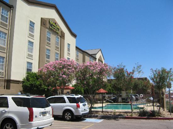 Holiday Inn Express Phoenix Airport (University Drive) : Outside view of hotel
