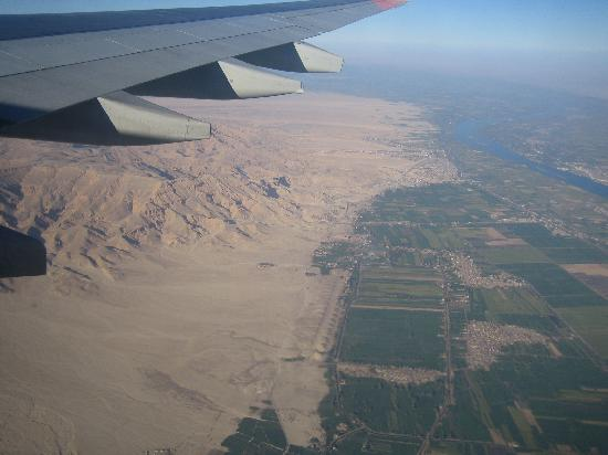 Pharaohs Hotel & Restaurant : The location seen from the airplane!