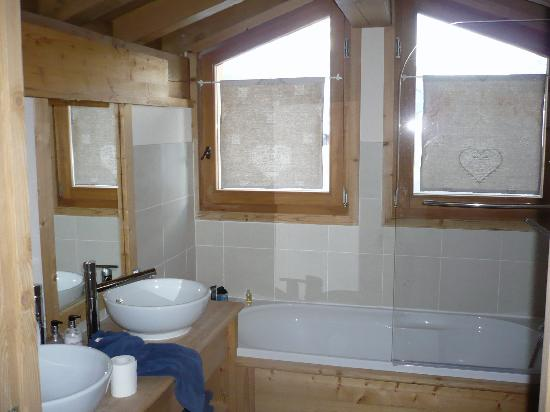 Chalet Balias : Attic Bathroom