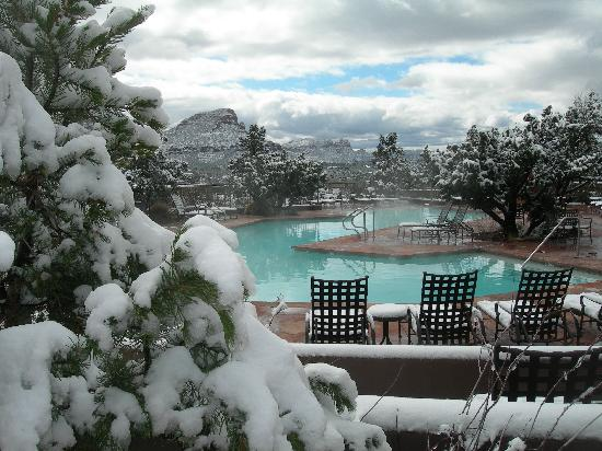 Hyatt Residence Club Sedona, Pinon Pointe: Snow by pool