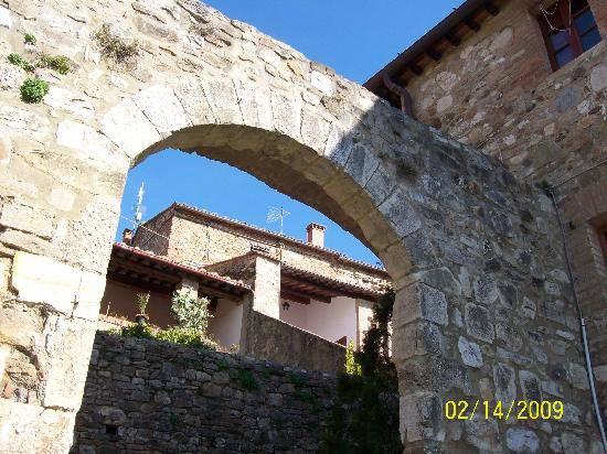 Castello di Monteliscai: out of the appartment