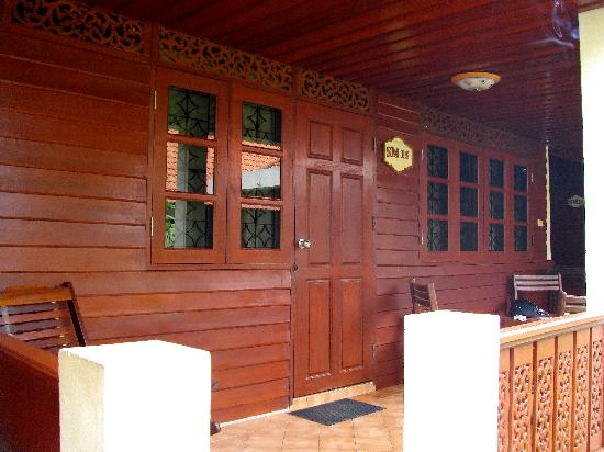 Smile House Resort: Bungalow front