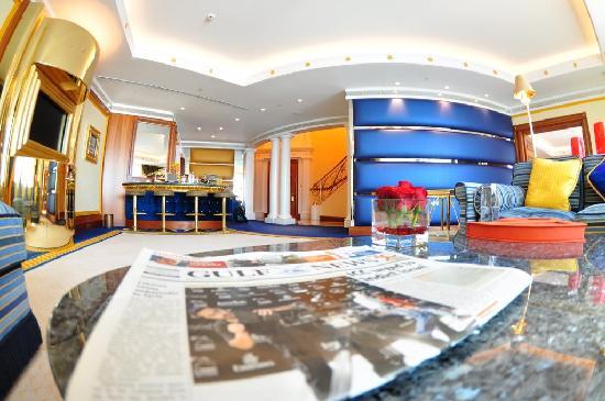Living room picture of burj al arab jumeirah dubai for Dubai burj al arab rooms