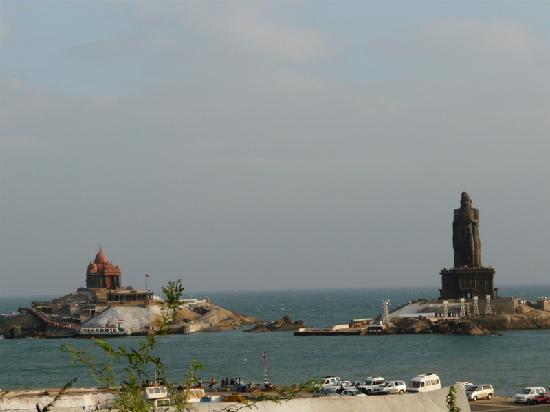 Thiruvalluvar Statue: Kanyakumari - Thiruvallur statue and Vivekananda Memorial