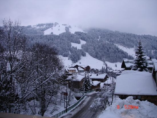 Riders Refuge - Chalet Carclion : View towards Morzine slopes from bedroom window