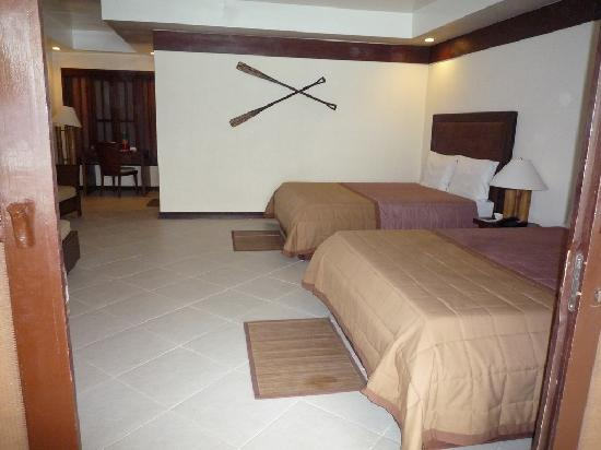 Bluewater Sumilon Island Resort: room