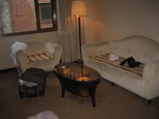 Redwall Hotel Beijing: soggiorno suite