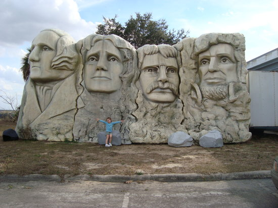 Presidents Hall of Fame: Mount Rushmore...a bit smaller then lifesize...but still a great replica