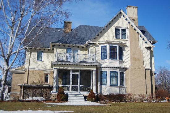 Horicon, WI: grand old home