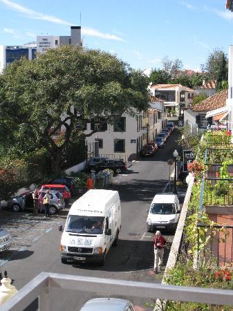 Aparthotel Imperatriz: Noisy Street outside