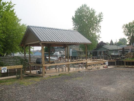 Bayside Vacation Resort: back deck & BBQ area