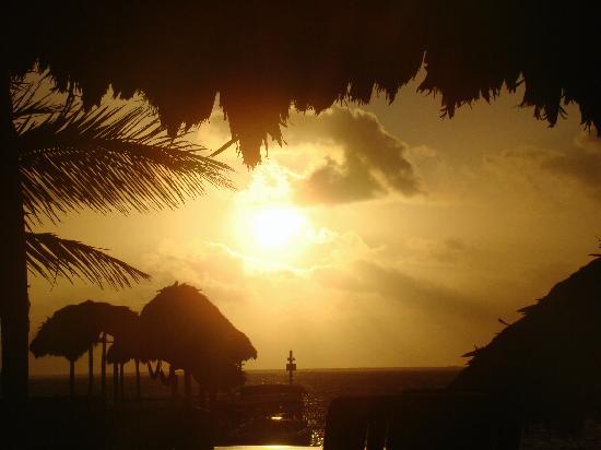 Capricorn Resort: Sunrise in The Capricorn Restaurant